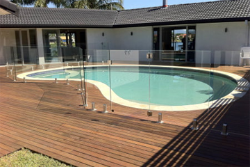 IS IT SAFE TO USE GLASS FOR POOL FENCING IN SYDNEY?