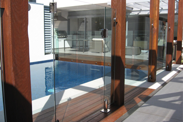 BRING GLORIOUS LOOK TO YOUR HOUSE WITH GLASS BALUSTRADES
